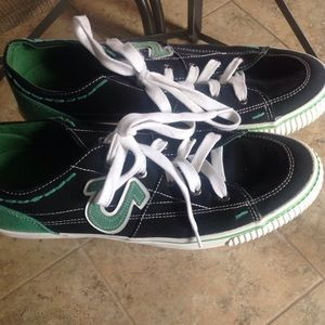 💚True Religion Black and Green Canvas Sneakers